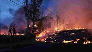 world s largest lava l hawaii volcano fast flowing lava destroys more homes crosses roads