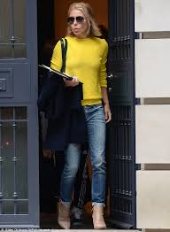 how does kelly ripa style her hair kelly ripa appears grief stricken as she heads to her morning show