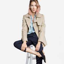 le fashion spring must the everlane swing trench