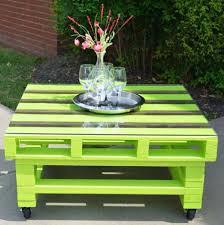 meuble fait en palette les palettes en tant que mobilier de jardin créatif