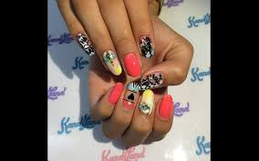 nails of the week make this design your last fun mani before fall