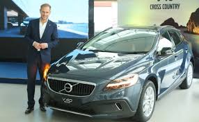 volvo v40 cross country r design 2017 volvo v40 and v40 cross country launched in india prices