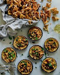 foodies recette cuisine tartelettes de girolles et crème d ail pour 6 personnes recettes