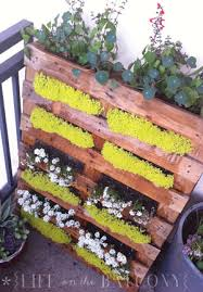 Vertical Flower Bed - 12 ideas for turning a pallet into a flower garden pallets