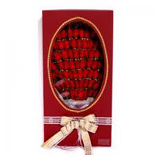 in gift 100 roses in gift box