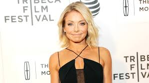 how does kelly ripa style her hair kelly ripa could lose her live timeslot in addition to her co