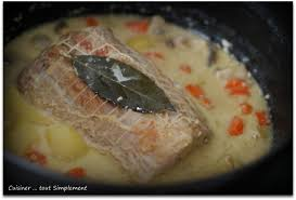 cuisiner roti de porc rôti de porc au lait cuisiner tout simplement le de