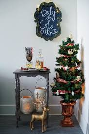 Small Table Christmas Decoration by Small Space Holiday Decorating Ideas