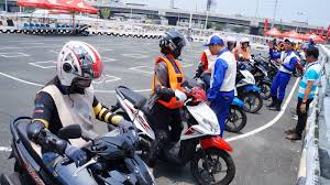 philippine motorcycle honda safety driving center offers 1 day training course for only