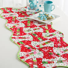 go christmas candy apples table runner pattern accuquilt