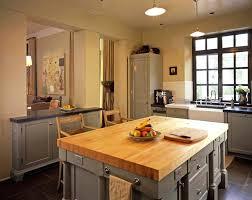 relooker des meubles de cuisine meuble de cuisine rustique cuisine meuble cuisine rustique ferme