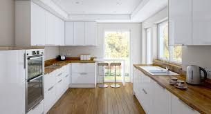kche wei mit holzarbeitsplatte geräumige küche mit zwei zeilen weiße hochglanz fronten und holz