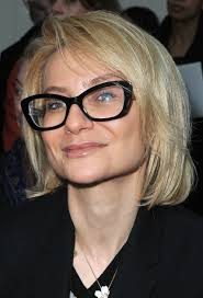 short hairstyles for women over 50 with glasses hairstyle for