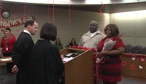 courthouse weddings is in the air at courthouse marriage ceremonies wbns 10tv