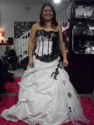 essayage robe de mari e l essayage un tête à tête entre une femme et un vêtementthe