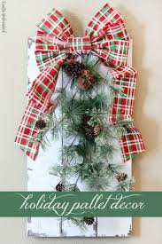 diy holiday decor rustic chippy paint pallet crafts unleashed