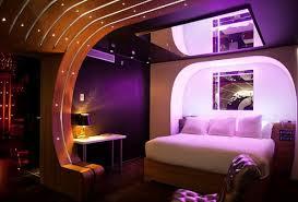 chambre avec miroir le plafond avec miroir une décoration fantastique pour les espaces