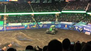 grave digger monster truck 30th anniversary monster jam rosemont 2 13 2016 freestyle grave digger night show