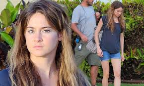pixie to long hair extensions shailene woodley swaps pixie crop for long hair extensions on