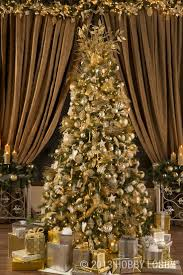 black and gold tree lights decoration