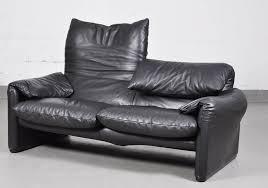 cassina canapé canapé deux places maralunga vintage en cuir noir par vico