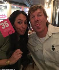 Joanna Gaines Parents Chip And Joanna Gaines Admit They Struggled To Make Ends Meet