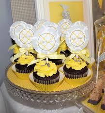 decoration table anniversaire 80 ans anniversaire d u0027enfant sur le thème des girafes