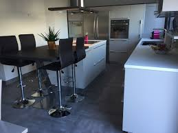 cuisine blanche avec ilot central cuisine blanche avec ilot central et table attenante