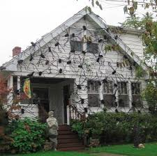 Halloween Decorations For The Roof by 7 Homes Whose Halloween Decorations Are Impressively Over The Top
