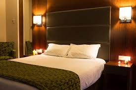 mur de chambre en bois comment décorer sa chambre à coucher 5 alternatives déco au mur
