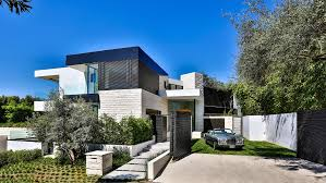 modern mansions 10 stunning modern mansions for sale in la