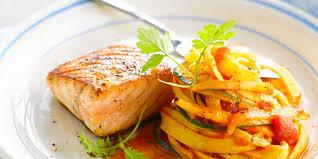 cuisiner le saumon pavé de saumon grillé et tagliatelles facile recette sur cuisine