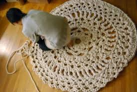 tappeti fai da te schemi di maglia fai da te il centrino gigante da usare come tappeto