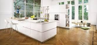 cuisine blanc laqué une cuisine blanche laquée qui invite la nature