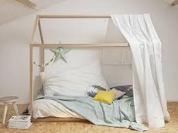 cabane de chambre lit cabane enfant lit élégant craquez pour un lit cabane dans la