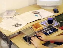 le de bureau à pile de la pile rechargeable en usb à la porte de bureau qui se