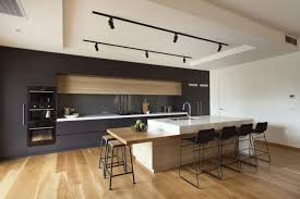 parquet dans une cuisine cuisine contemporaine avec parquet clair