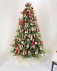 christmas tree 28 creative christmas tree decorating ideas martha stewart