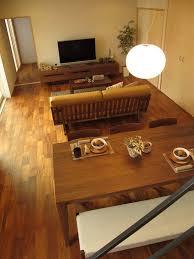 wood lego house チーク無垢材の床にウォールナット材の家具でコーディネートした