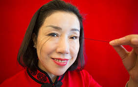 woman breaks world record with 5 inch long eyelashes aol lifestyle