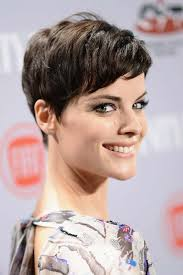 latest holiday wood hairstyles 20 short hairstyles celebs love to wear fashionisers