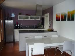 mur cuisine aubergine cuisine cuisine blanche mur violet cuisine blanche mur violet