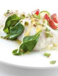 cuisine en papillote recette de dos de merlu blanc pescanova en papillote et jeunes