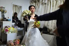 wedding photographs couples flock to britain for pre wedding photos
