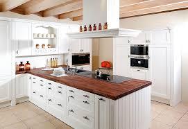 küche landhaus inselküche oxford im landhausstil in esche weiß lackiert