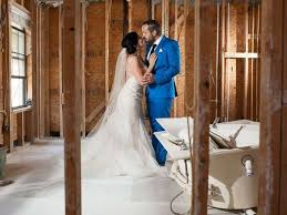 How Much Cash To Give At A Wedding Texas Couple Takes Wedding Photos In Harvey Debris Will Donate 5