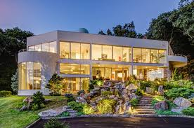 house of the week a glass house with star magic