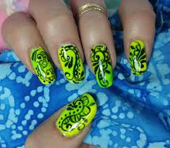 nail art design fast u0026 easy swirls on a neon yellow u0026 green