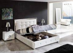 Queen Size Bed With White Leather Headboard And There Are Storage - Modern white leather bedroom set