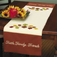 smart thanksgiving decorating ideas tablecloth table runner and